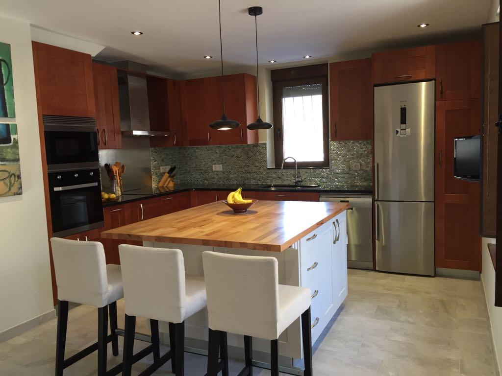 Elementos ocultos en el mobiliario de cocina domus for Elementos de cocina